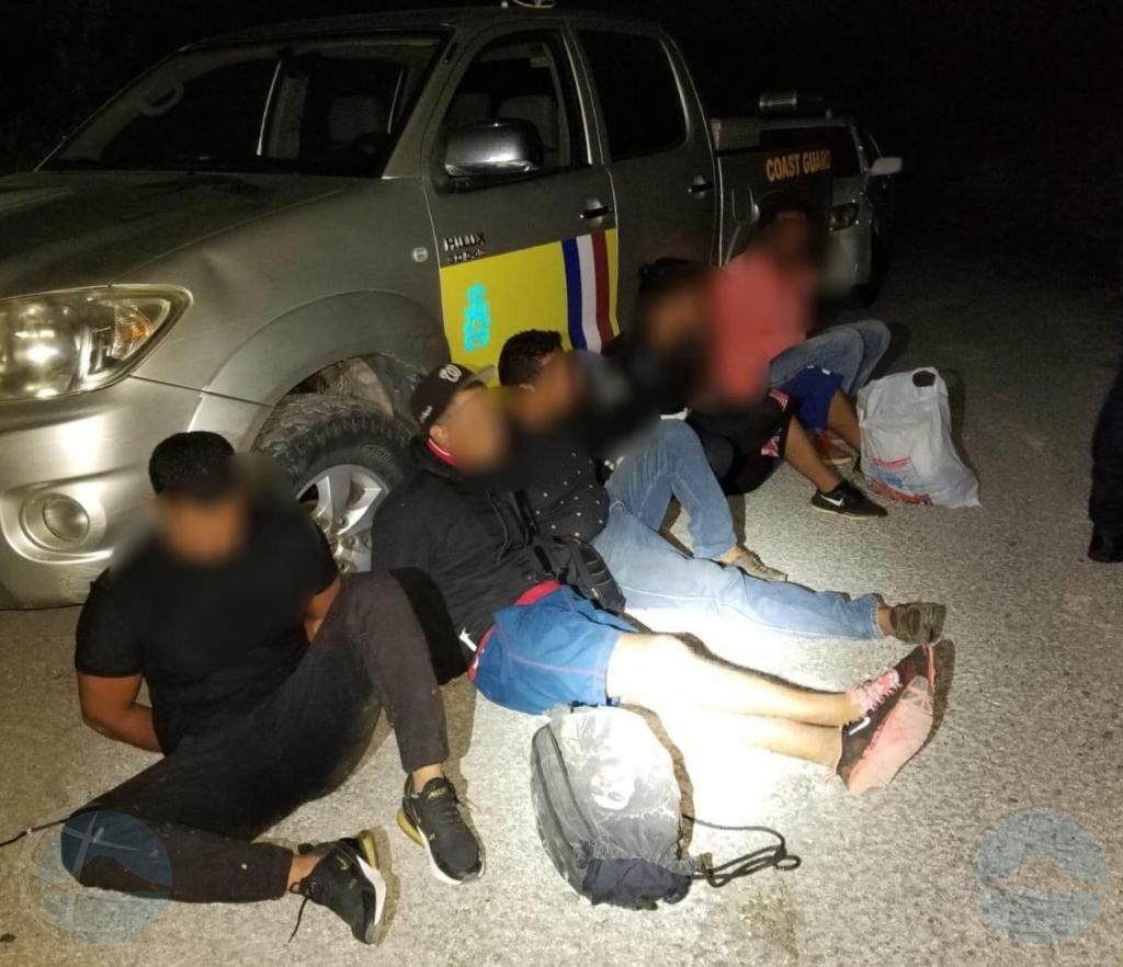 Warda Costa Caribe y polis a gara 17 persona indocumenta  na Corsou