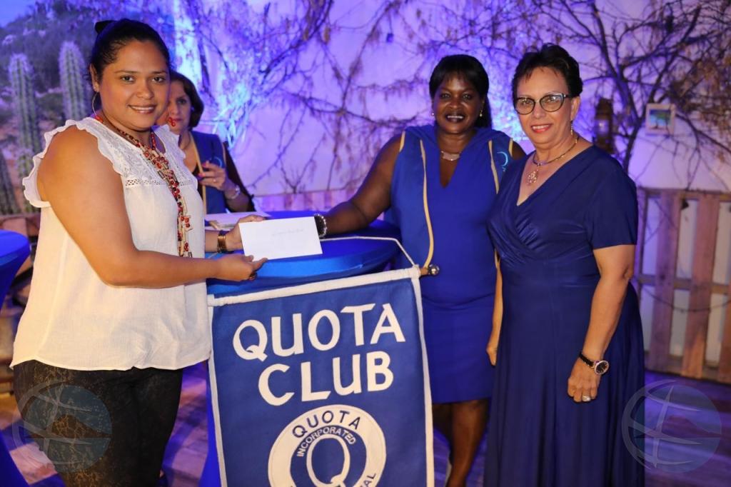Quota Club a haci donashon na Koningin Wilhelmina Fonds