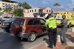 Tres auto envolvi den accidente dilanti Royal Plaza
