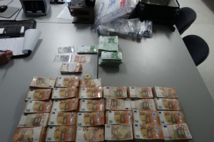 Afpak team a confisca 827 mil euro na airopuerto di Aruba