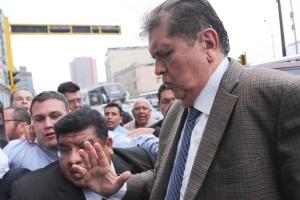 Ex presidente di Peru Alan Garcia ta fayece despues di a tira su mes