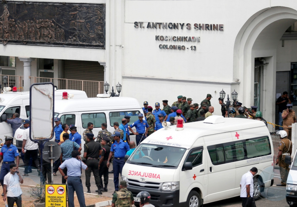 Explosionan simultaneo cu riba 130 morto na Sri Lanka