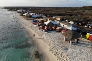 Aruba a campa na grandi atrobe den fin di siman Santo