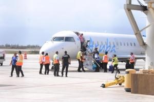 Avion di Aruba Airlines a baha di emergencia na Corsou