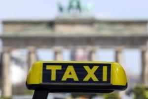Mayornan a lubida nan baby recien naci den un taxi na Alemania