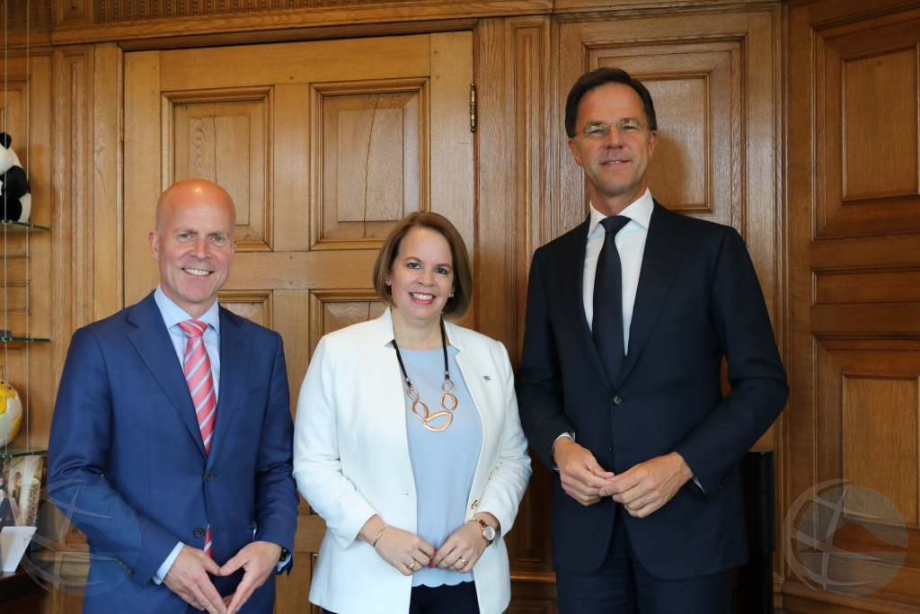 Minister president Wever a topa cu Mark Rutte y Raymond Knops