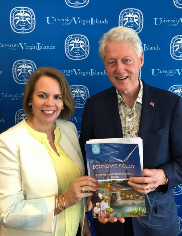 Premier Wever na St Thomas riba invitacion di ex presidente Clinton