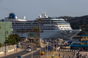 Merca a prohibi bapornan crucero, yate y avionnan priva di bay Cuba