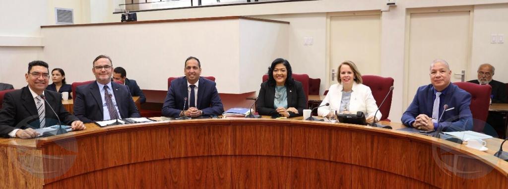 Reunion pa ley di LAFT a cuminsa den Parlamento