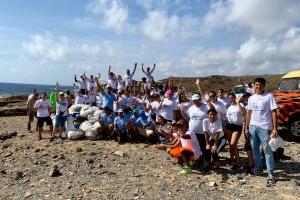 840 voluntario a participa den AHATA su limpiesa di costa