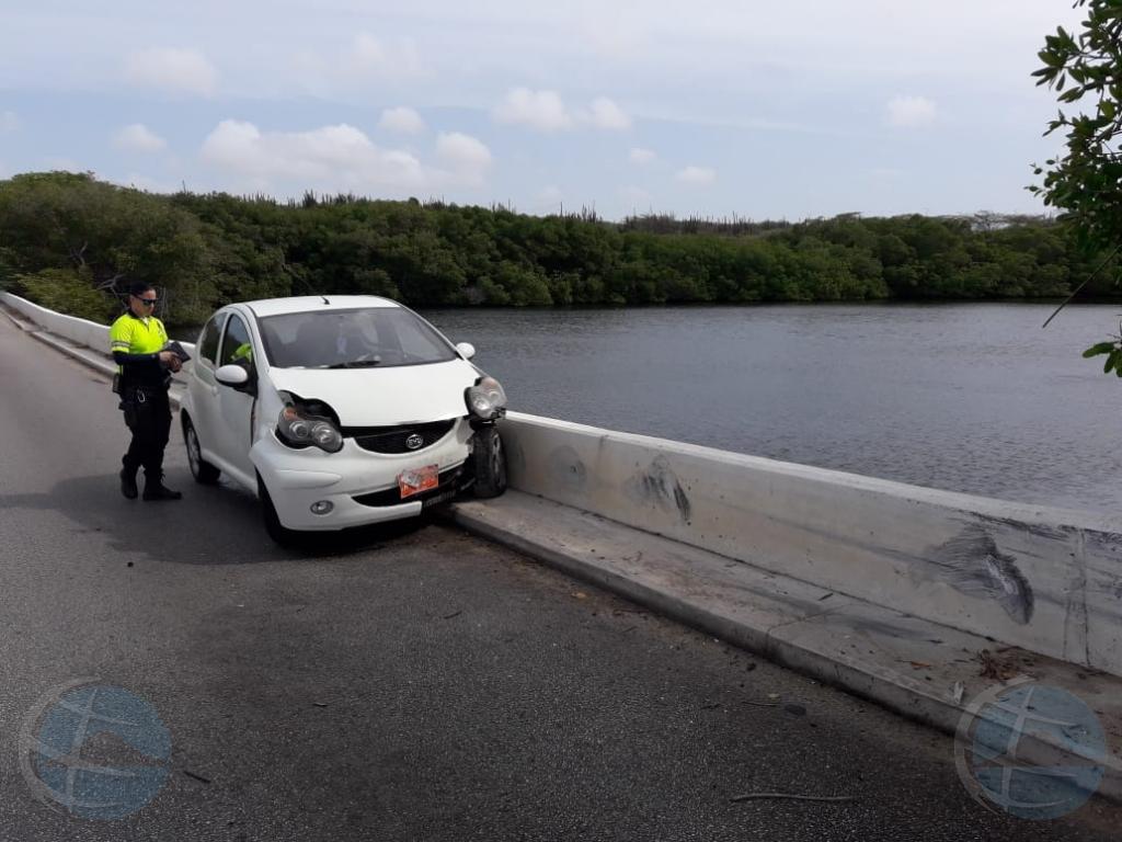 Accidente riba e brug na Balashi