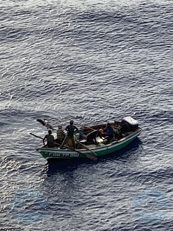 Despues di sali for di Aruba, bapor crucero a rescata naufragonan
