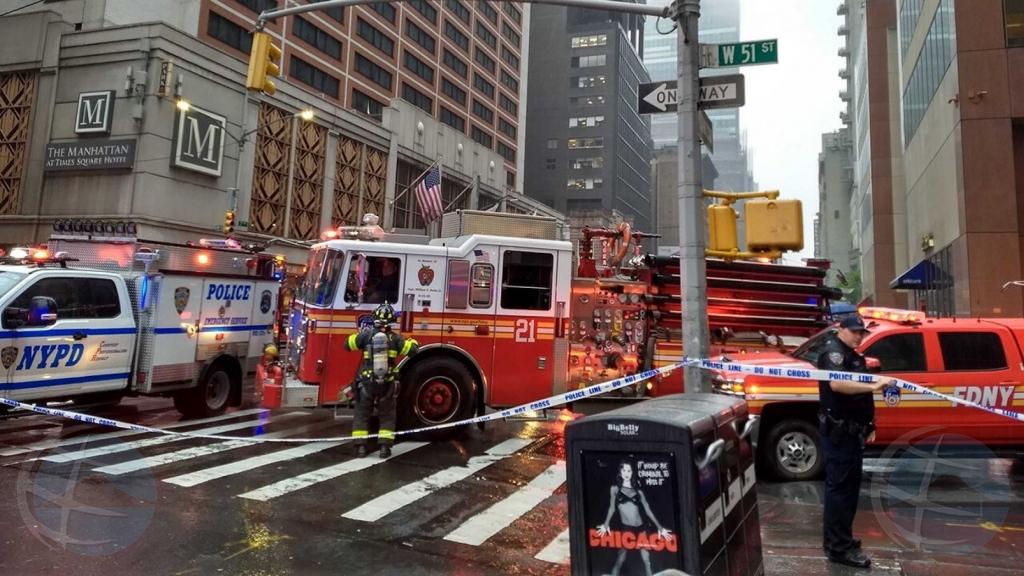Helicopter ta crash riba dak di edificio halto den centro di New York