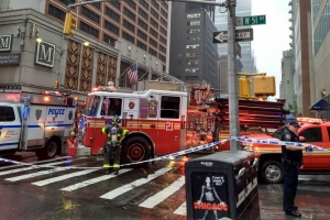 Helicopter ta crash riba dak di edificio halto den centro di New York
