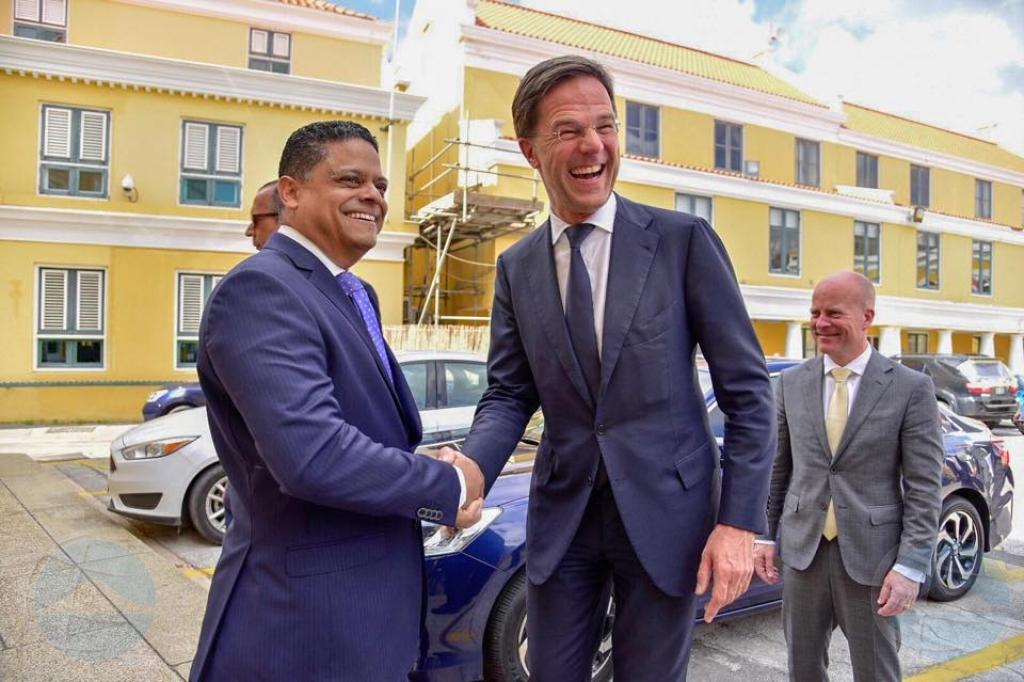 Minister presidente Rhuggenaath ta bay Hulanda toch pa topa RMR