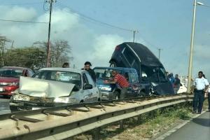 Accidente serio di trafico cu 7 auto envolvi na Corsou