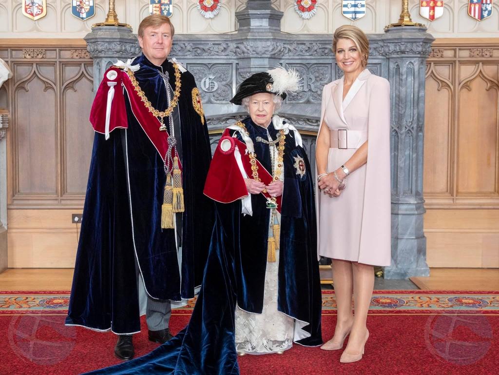 Rey Willem Alexander condecora cu honor halto na Gran Bretania