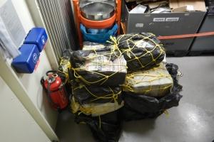 Zr.Ms Groningen a intercepta botonan go-fast cu droga y placa