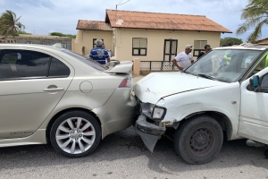 Tres auto envolvi den accidente na Tanki Flip