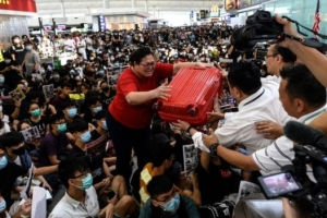 Protesta anti gubernamental ta continua na aeropeurto di Hong Kong