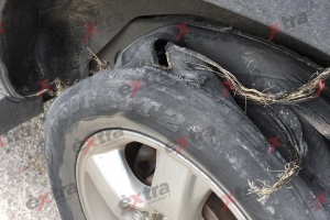 Tire di auto transportando Jorge Jamaloodin pa corte a rementa
