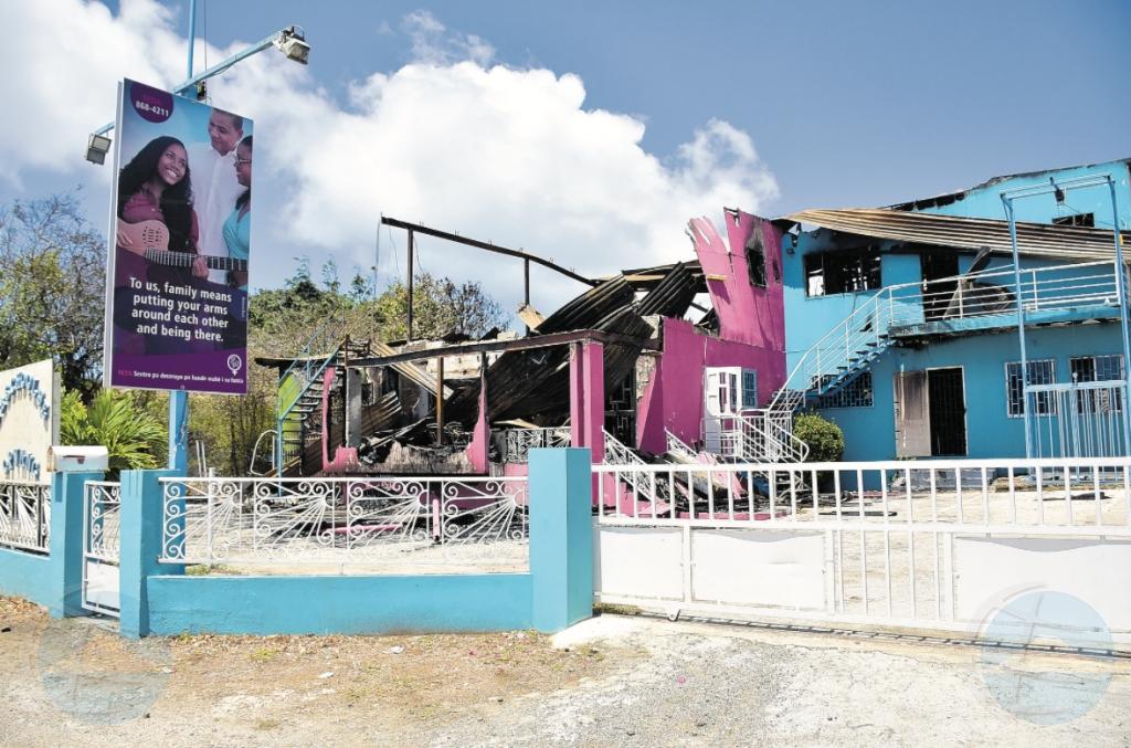 Na Corsou, edificio, crèche y kantoor a keda destrui pa candela feroz