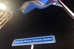 Sasakiweg a cambia oficialmente pa Avenida Nelson Orlando Oduber