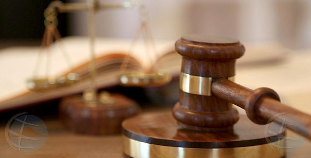 Si minister no tuma decision conforme sentencia, corte lo impone multa
