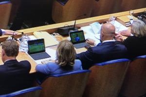 Ministernan Hulandes gara ta wak futbol durante reunion Tweede Kamer