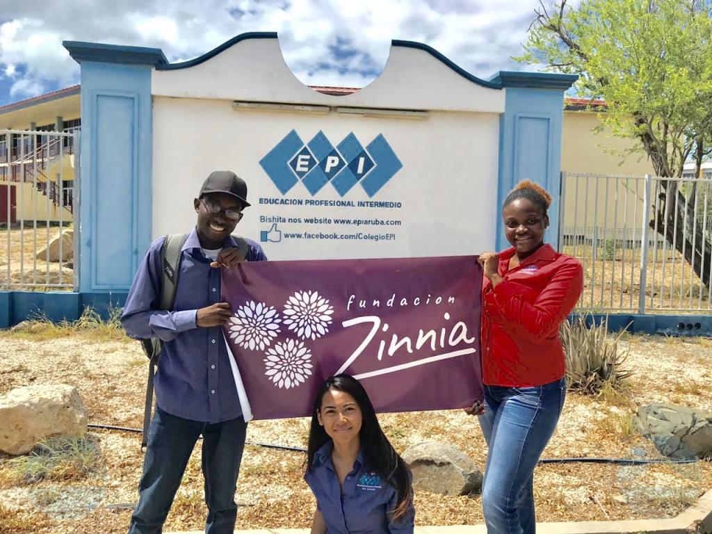 Studiantenan a scohe Fundacion Zinnia pa nan proyecto