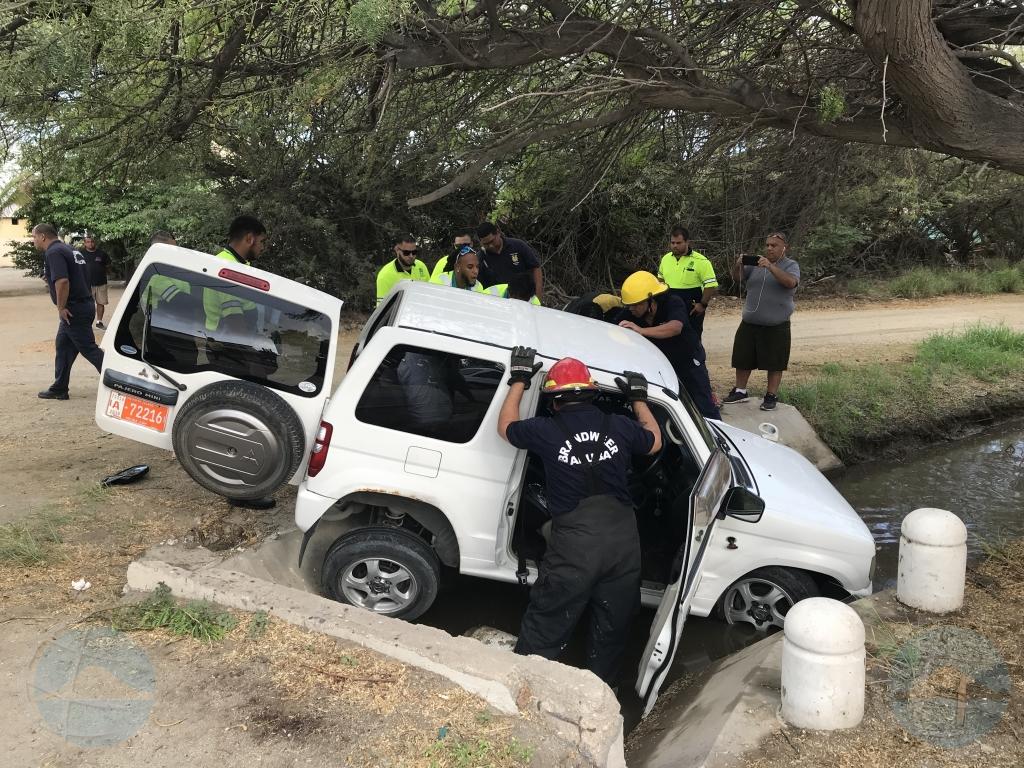 Accidente na Bubali ta laga Jeep den greppel y persona herida