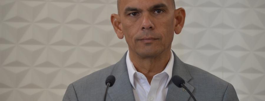 Minister ta desmenti cu no a contesta tur pregunta riba ley di Serlimar