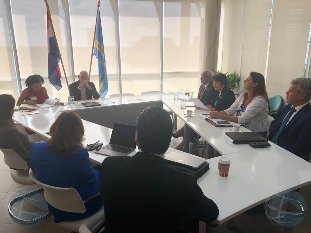 Sector priva y gobierno a firma acuerdo riba prohibicion plastic y Oxybenzone