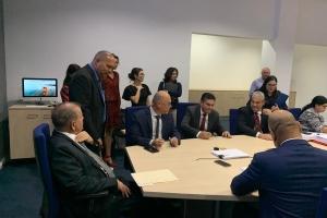 Acuerdo pa 500 miyon florin firma pa companianan di utilidad