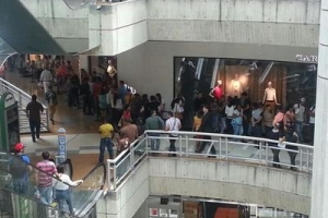 Cu of sin crisis, miles di Venezolano a shop durante  Black Friday na Venezuela