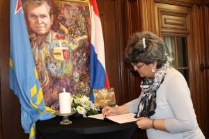 Arubahuis a habri registro di condolencia pa Padu Lampe