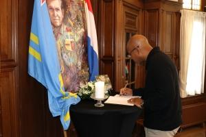 Director Cas di Corsou a firma registro di condolencia pa Padu Lampe
