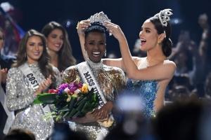 Zozibini Tunzi di Sur Africa ta  Miss Universo 2019