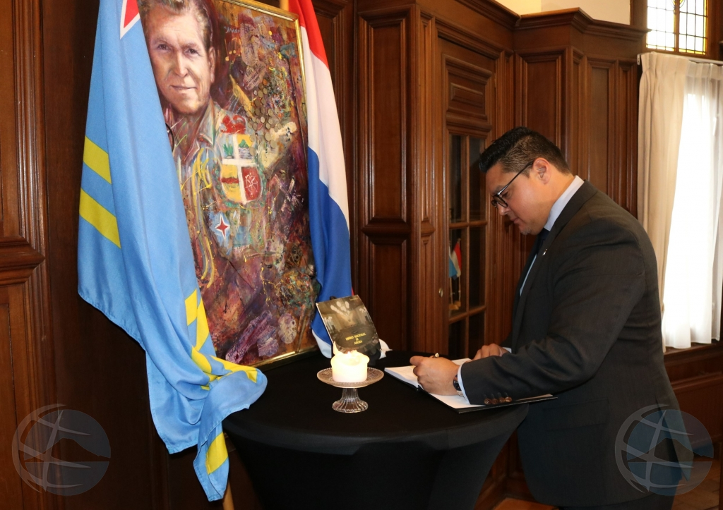 Minister Besaril a cera registro di condolencia pa Padu Lampe