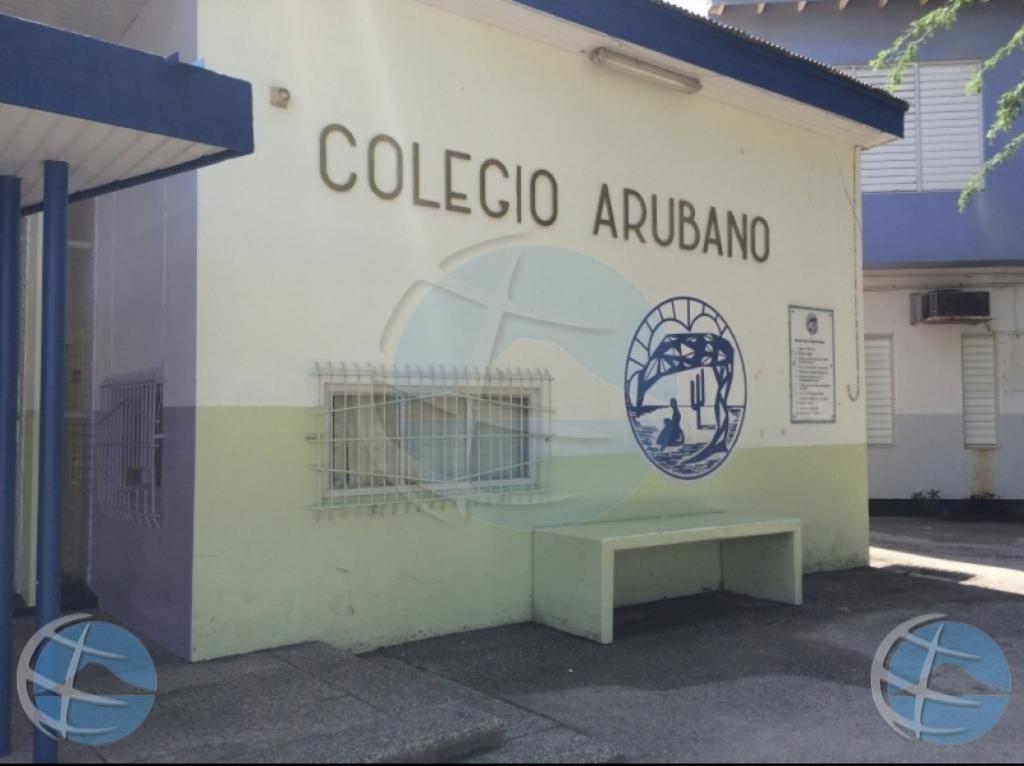 Polis a detene persona cu a menasa Colegio Arubano
