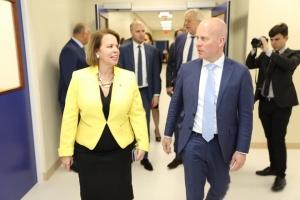 Minister Knops impresiona cu calidad halto di servicio na IMSAN