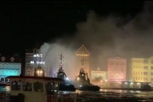 Candela feroz a destrui dos edificio den Punda na Corsou