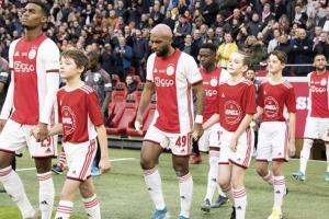 Ajax gana nan prome wega di futbol cu nomber di Corsou riba manga