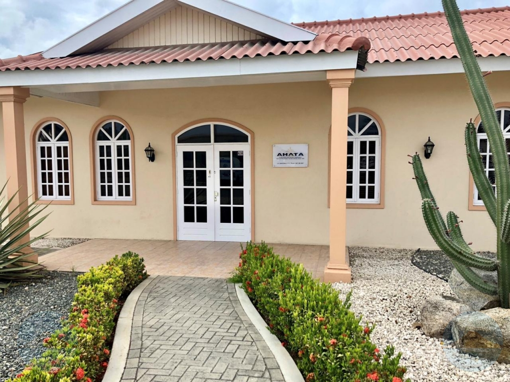 AHATA: COVID-19 a corta turismo di Aruba na mitar na maart