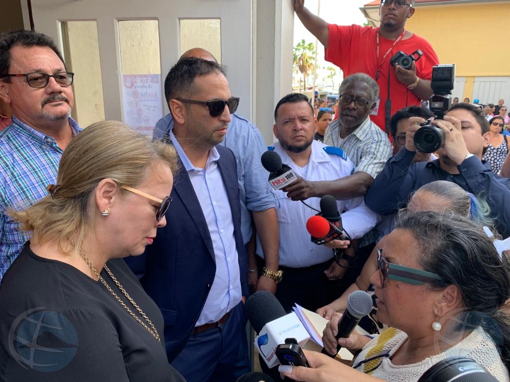 Minister Wever Croes lo sinta cu sindicatonan comienso di otro siman