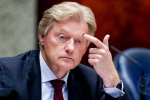 Van Rijn ta retira como minister hulandes di Cuido Medico