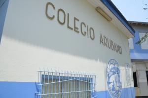 Grupo di docente di Colegio Arubano a bandona reunion general como protesta