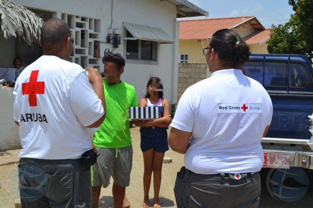 Cruz Cora Aruba a entrega su di 10.000 cuminda cayente