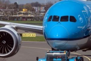 Avion di KLM ta bolbe gate pasobra pasahero no kier bisti mondkapje