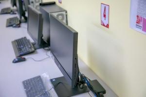 SETAR a haci donacion di hopi computer pa Biblioteca Nacional Aruba